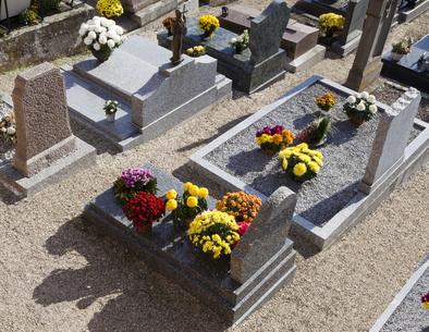 Votre service d'entretien de sépulture sur-mesure